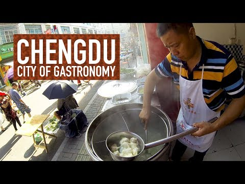 Sichuan's Spicy Red Oil Wontons // Chengdu: City of Gastronomy 03